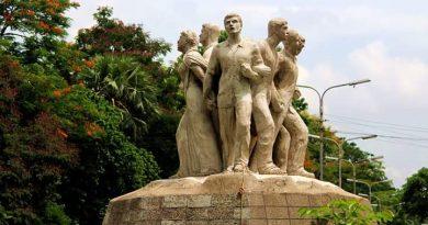 Raju Memorial Sculpture
